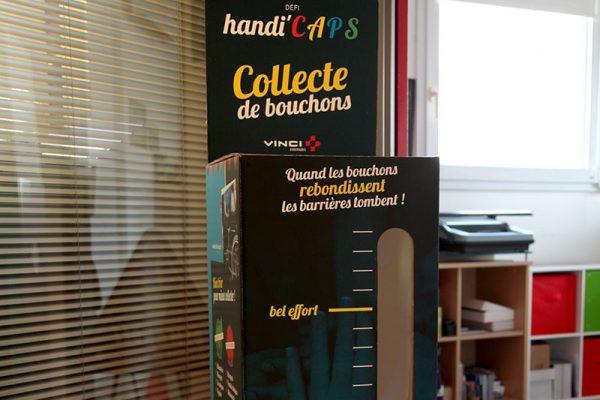 acor-agence-communication-audiovisuel-nimes-montpellier-gard-herault-languedoc-roussillon-affiche-handi-caps-handicapes-fauteuil-roulant-collecte-bouchons-v